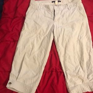 Gap khaki Capri pants